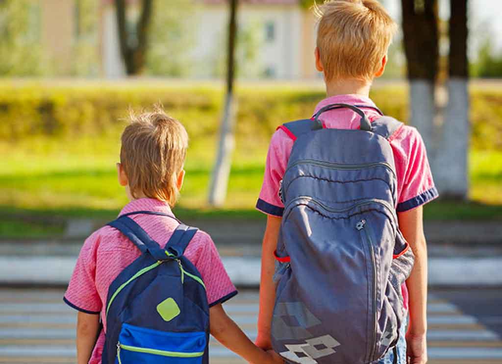 l'importanza di avere zaino leggeri per chi va a scuola