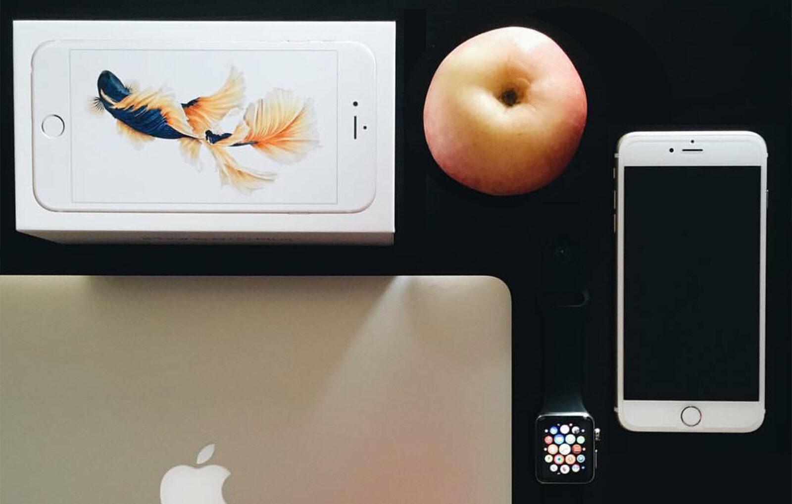 iiphone 7 con scatola mela e mac book